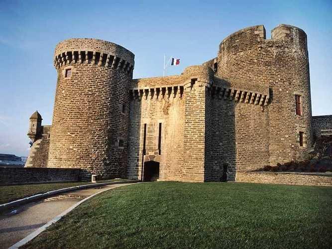 Musée national de la Marine - Brest (16 km) 0